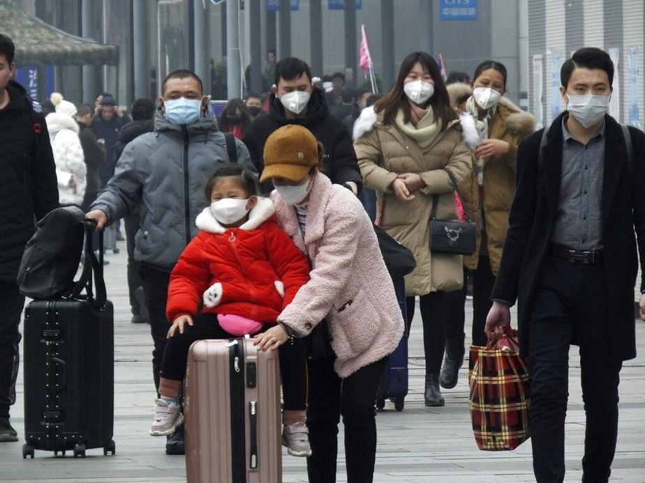 China proíbe viagens ao exterior para frear epidemia de ...