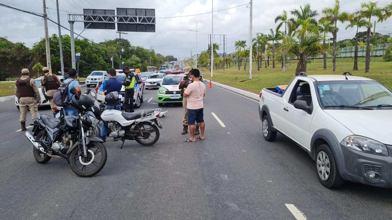 Acidente na Avenida Paralela, em Salvador, deixa trânsito lento sentido aeroporto