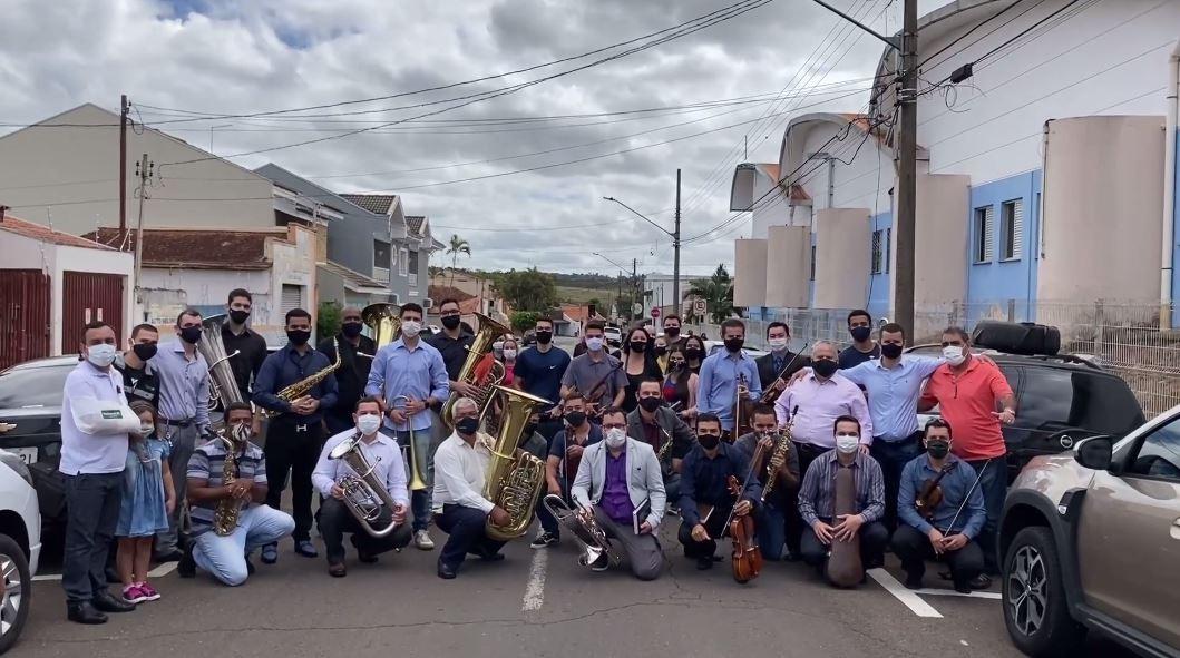 Músicos voluntários fazem homenagem a pacientes com Covid-19 em Itapetininga