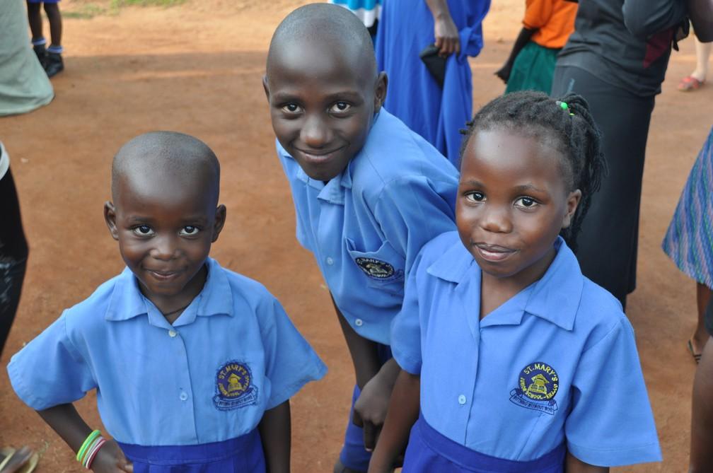 Alunos da Saint Mary's receberam visitas de voluntários.  (Foto: Escola em Uganda)