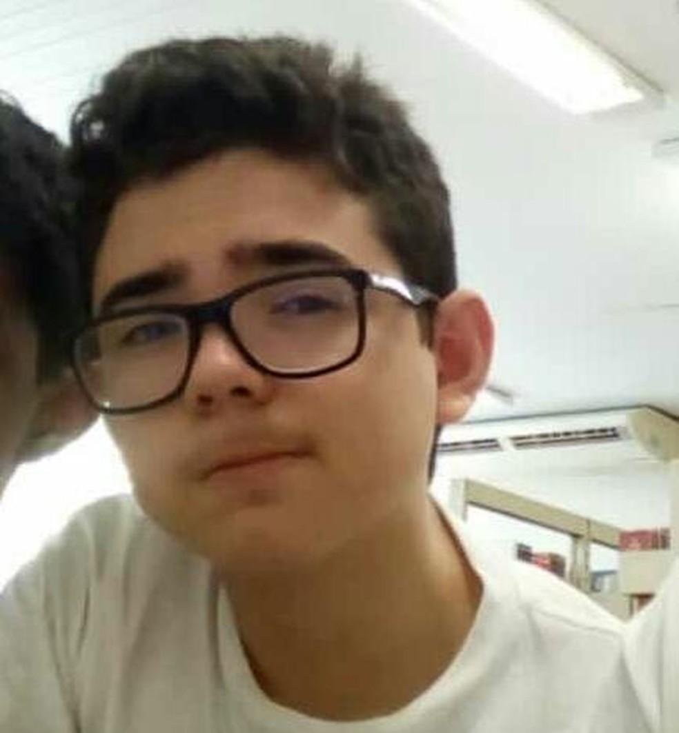 Adolescente morre eletrocutado ao ligar carregador de celular na tomada em Teresina. (Foto: Arquivo Pessoal/João Lucas)