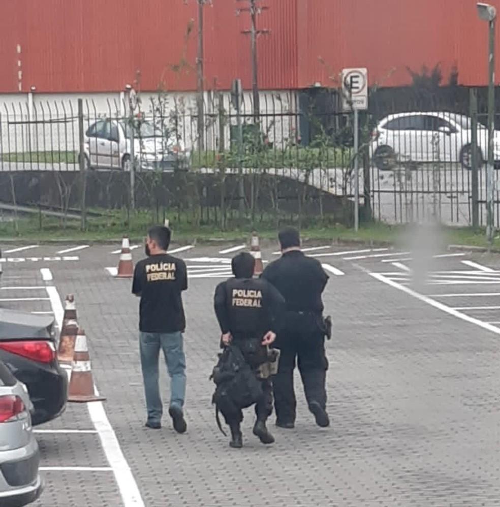 Polícia Federal cumpre mandados de busca e apreensão na Prefeitura de Guarujá — Foto: Divulgação/Thiago Rodrigues
