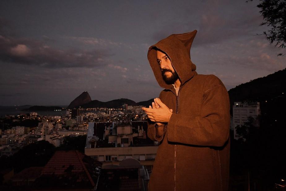 Gabriel O Pensador lança em live o single 'A cura tá no coração'
