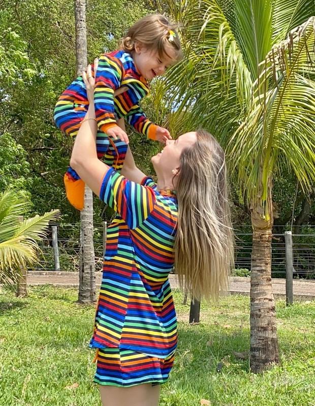 Thaeme e a filha, Liz, de 1 ano (Foto: Reprodução/Instagram)