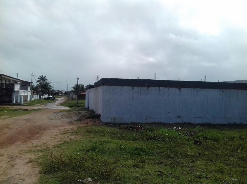 Terreno baldio onde quatro pessoas foram mortas em Redinha Nova, na Grande Natal (Foto: Ediana Miralha/ InterTV Cabugi)
