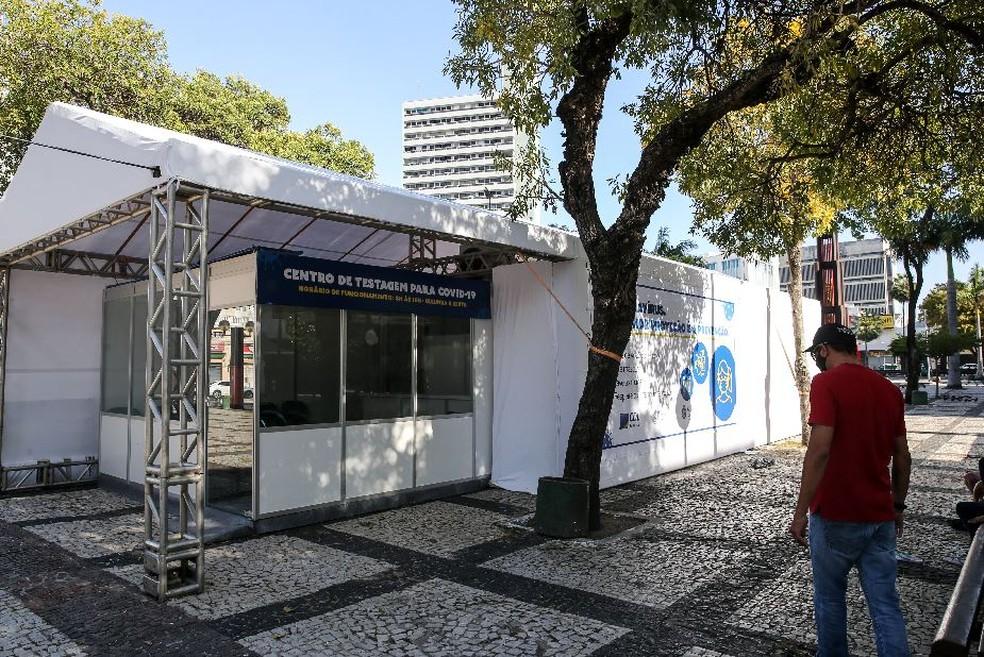 Estrutura montada na Praça do Ferreira, em Fortaleza, para testagem diagnóstica de Covid-19. — Foto: Helene Santos/Sistema Verdes Mares