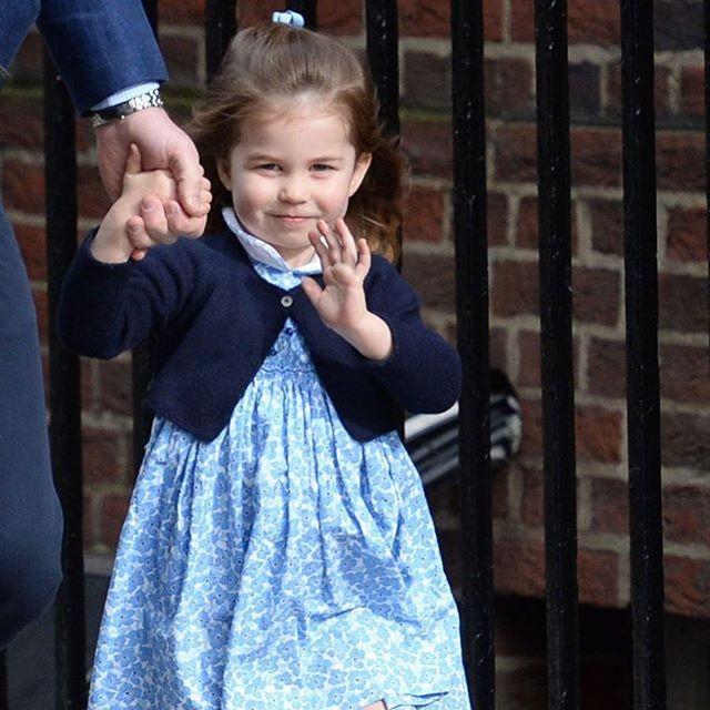 Princesa Charlotte já é louca por moda com apenas três anos de idade (Foto: Reprodução/Instagram)