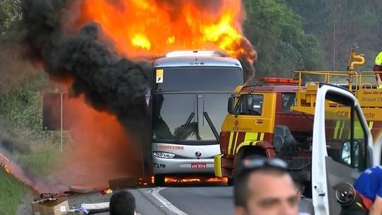 Ônibus com sacoleiros do noroeste paulista pega fogo durante viagem