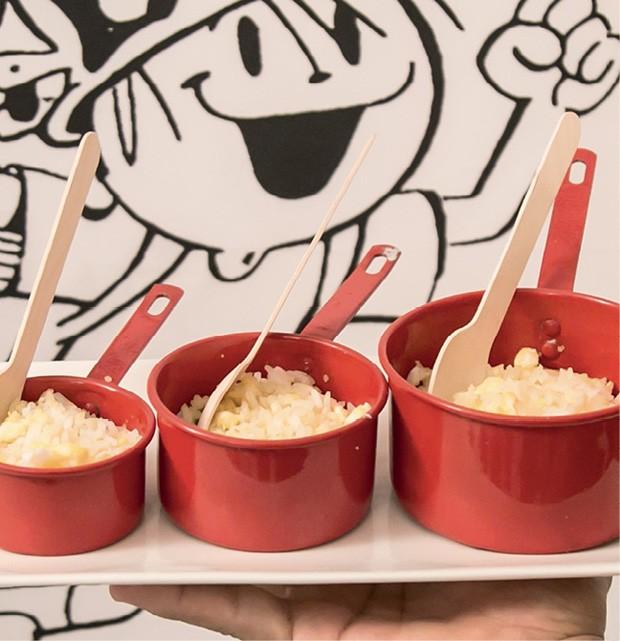 """Comida — Batizado de """"arroz maluco"""", essa versão uniu os grãos ao ovo mexido. Servido na panelinha, o prato ficou ainda mais divertido. (Foto: Thaís Galardi)"""