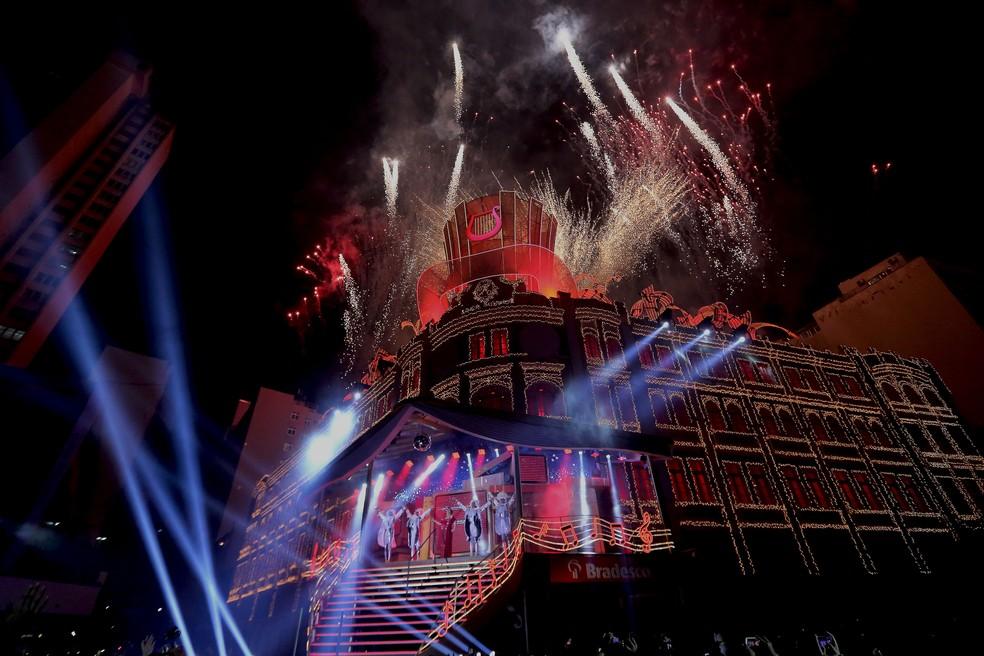 Show pirotécnico encerra o espetáculo, que tem duração de 45 minutos (Foto: Giuliano Gomes/PR Press)
