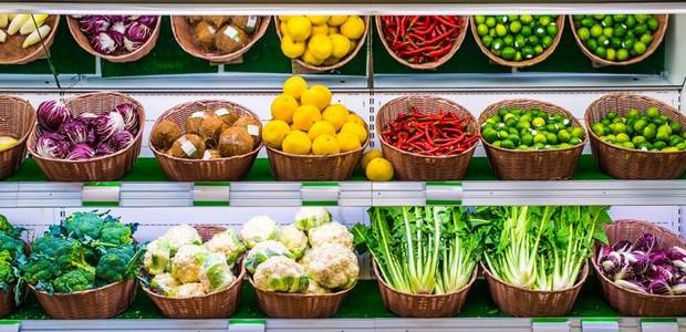 É melhor comprar legumes e frutas embalados ou soltos? Entenda a diferença (Foto: Supermarket News/ Reprodução)