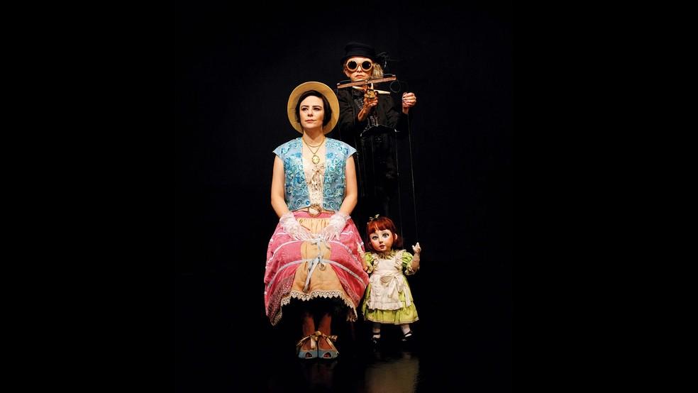 Fernanda Takai, do Pato Fu, em conjunto com o grupo Giramundo — Foto: Divulgação