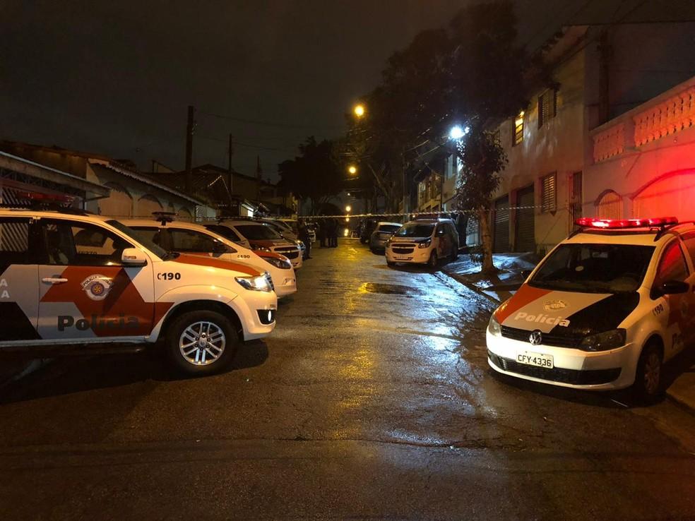 Suspeito de roubo é morto pela polícia na zona sul de São José — Foto: André Luís Rosa/TV Vanguarda