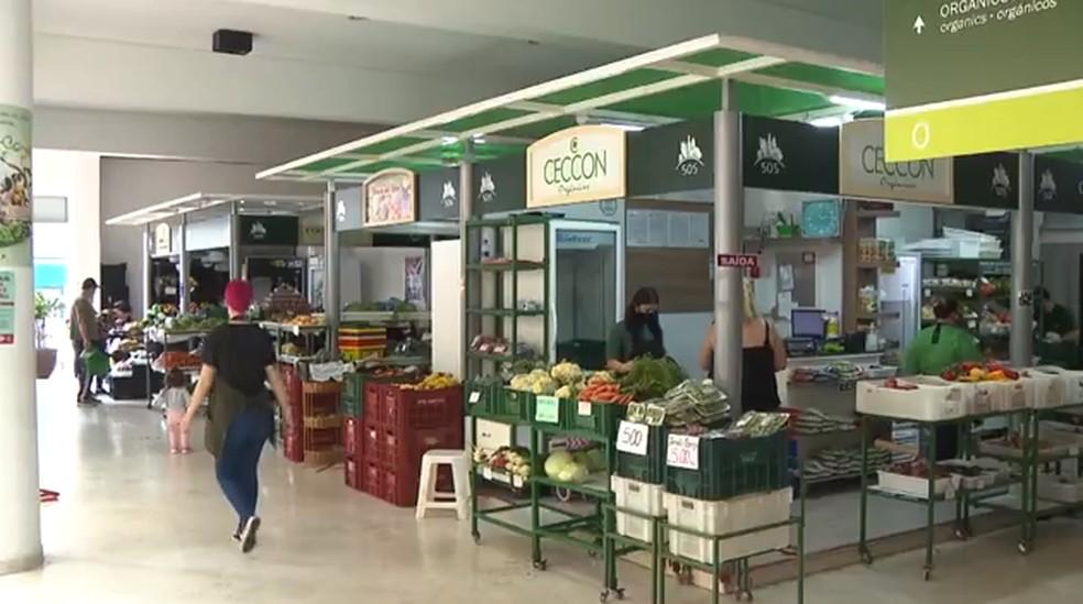 Mercado Municipal de Curitiba tem espaço exclusivo para vendedores de orgânicos — Foto: Reprodução/RPC