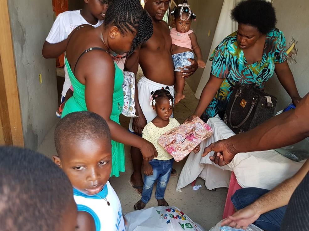 Presentes foram distribuídos para crianças — Foto: Rafael Lira/ Arquivo pessoal