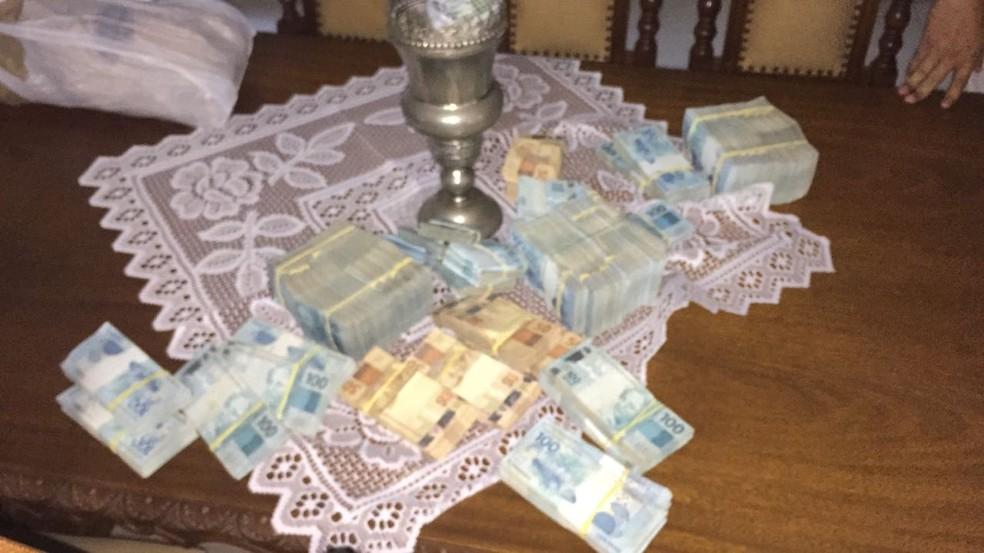 Dinheiro apreendido em um dos endereços da operação Ofir, em Campo Grande, MS (Foto: PF/Divulgação)
