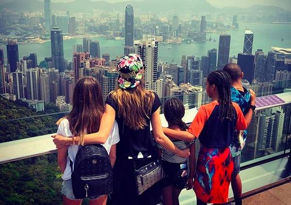 A modelo Heidi Klum com os quatro filhos durante uma viagem à Ásia (Foto: Instagram)