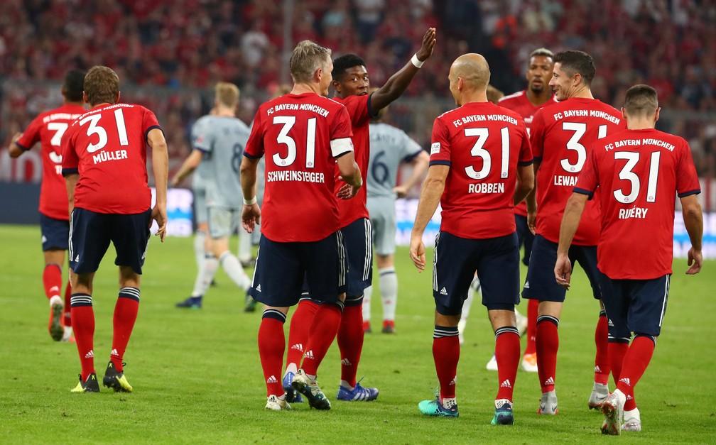 Jogadores do Bayern também usaram a camisa 31 de Schweinsteiger no segundo tempo (Foto: Reuters)
