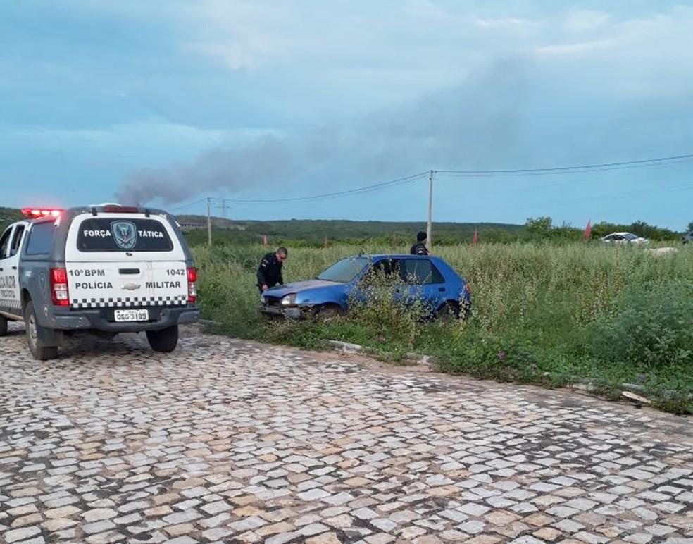 Carro em que os suspeitos estavam foi perseguido e interceptado, momento em que houve a troca de tiros (Foto: Francisco Coelho/Focoelho)