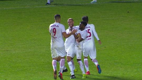 Que golaço! Uillian Correia recebe passe de calcanhar e acerta lindo chute em vitória do Bragantino
