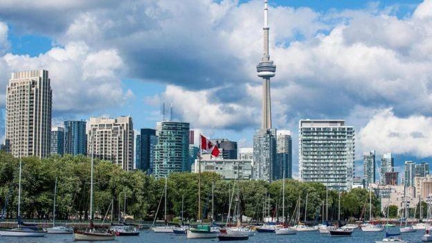 BBC - O aumento do turismo em Toronto coincidiu com a falta de moradias populares (Foto: ROBERTHARDING/ALAMY)