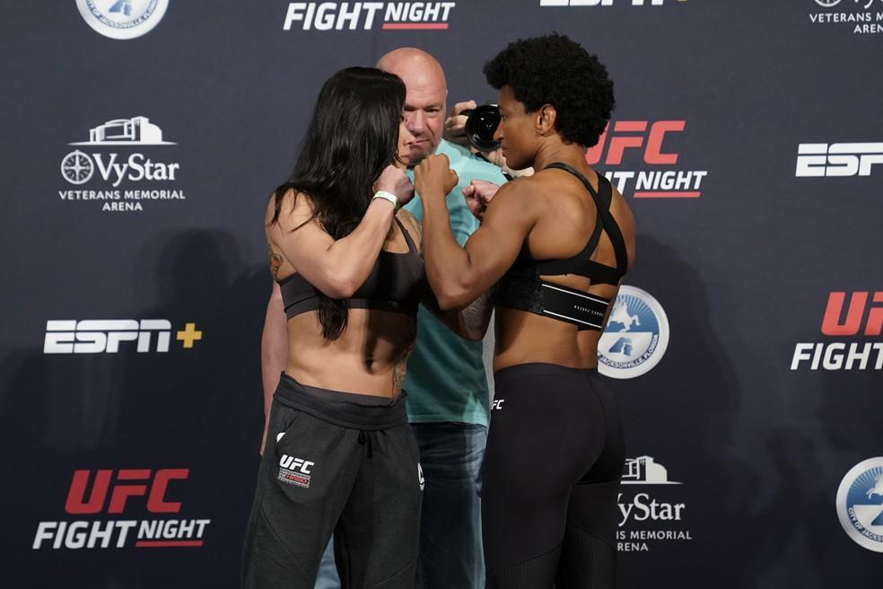 Cláudia Gadelha Angela Hill encarada UFC: Overeem x Harris — Foto: Getty Images