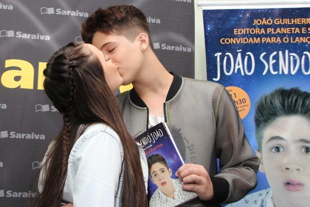 Larissa Manoela e João Guilherme (Foto: Agnews)