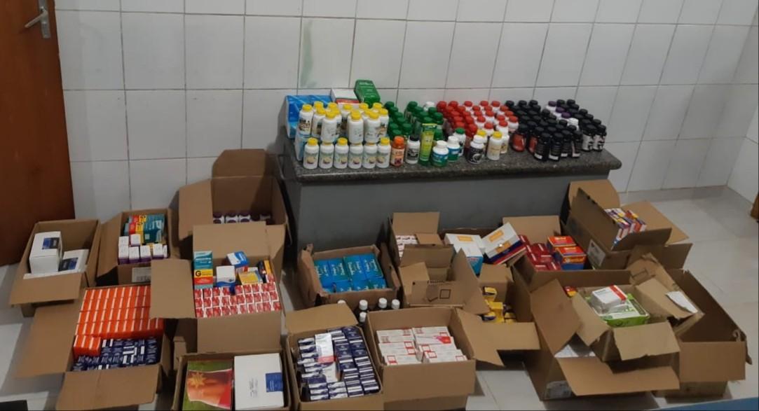 PRF apreende mais de mil caixas de remédios sem nota fiscal em Muriaé