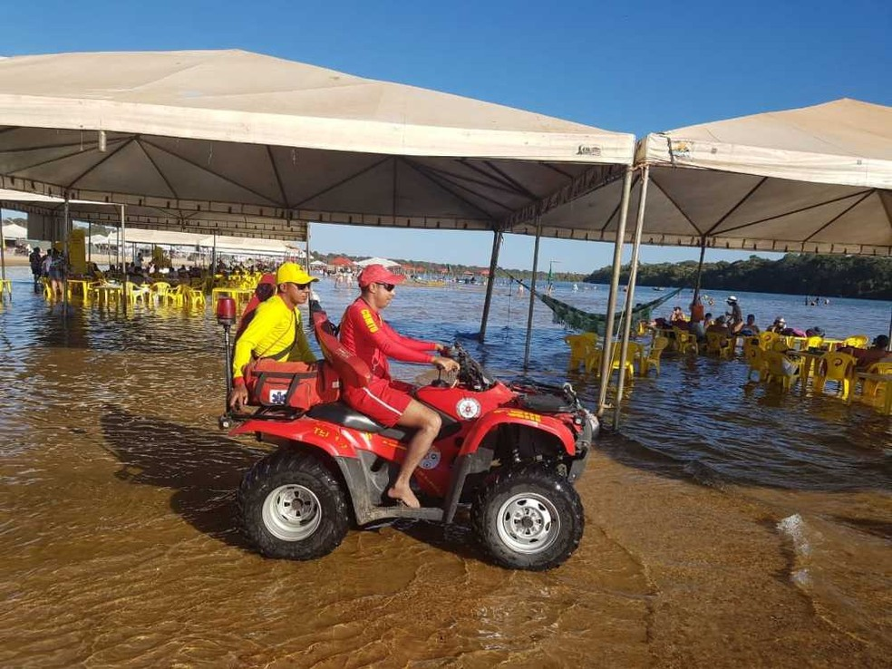 Bombeiros também terão equipes fixas em quatro praias — Foto: Bombeiros/Divulgação