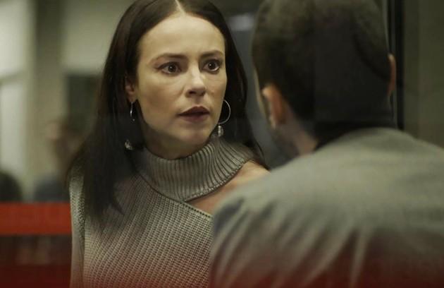 Na quarta (11), Camilo irá confrontar Vivi (Paolla Oliveira) e vai perceber que ela sabia que Chiclete era uma justiceiro (Foto: Reprodução)