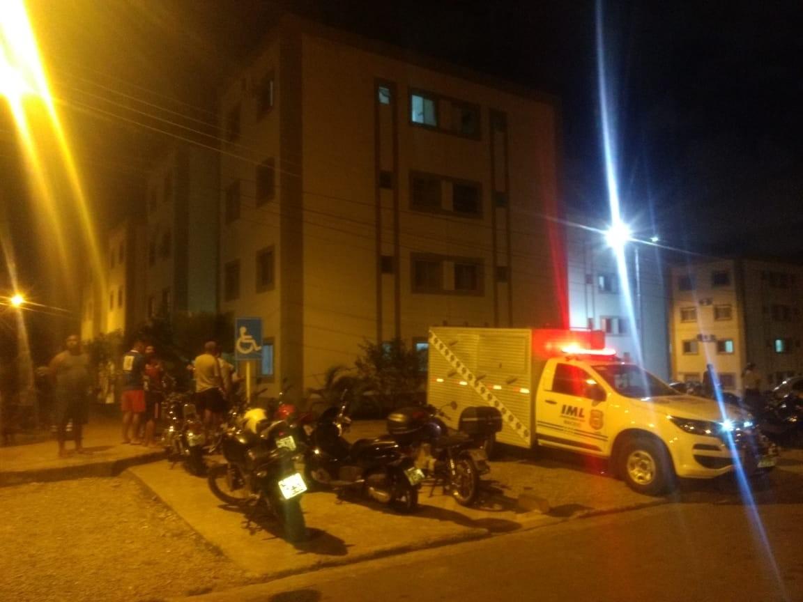 Mãe de menino achado morto em apartamento em Maceió é presa e confessa o crime, diz delegado