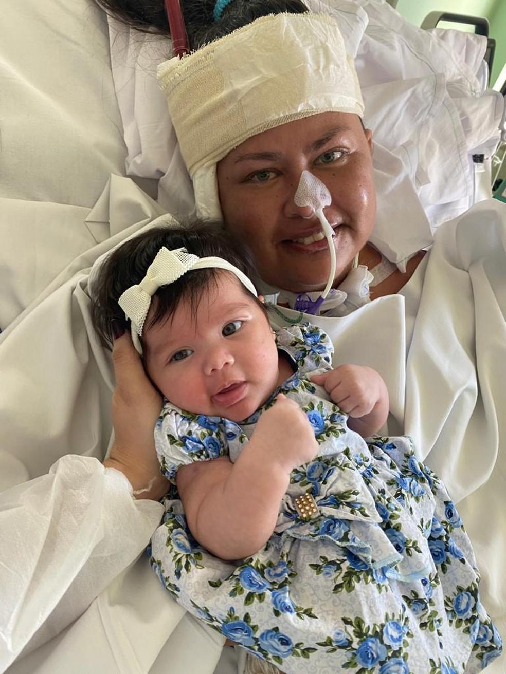 Após ter a filha, Ana Rayane precisou ser intubada e tratada com ECMO — Foto: Arquivo da família