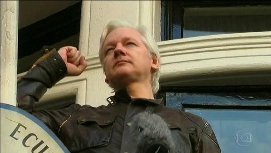 EUA acusam Assange de conspirar com militar para invadir computadores