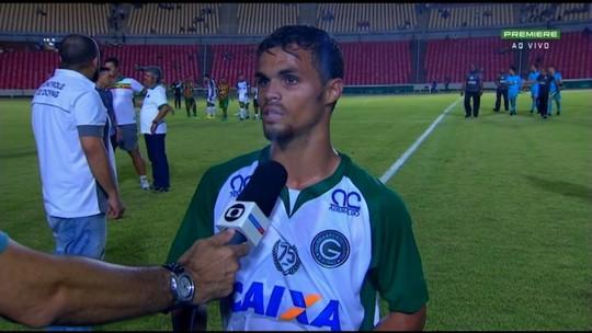 """Michael comemora vitória, mais um gol e diz que elenco do Goiás é uma """"família"""""""