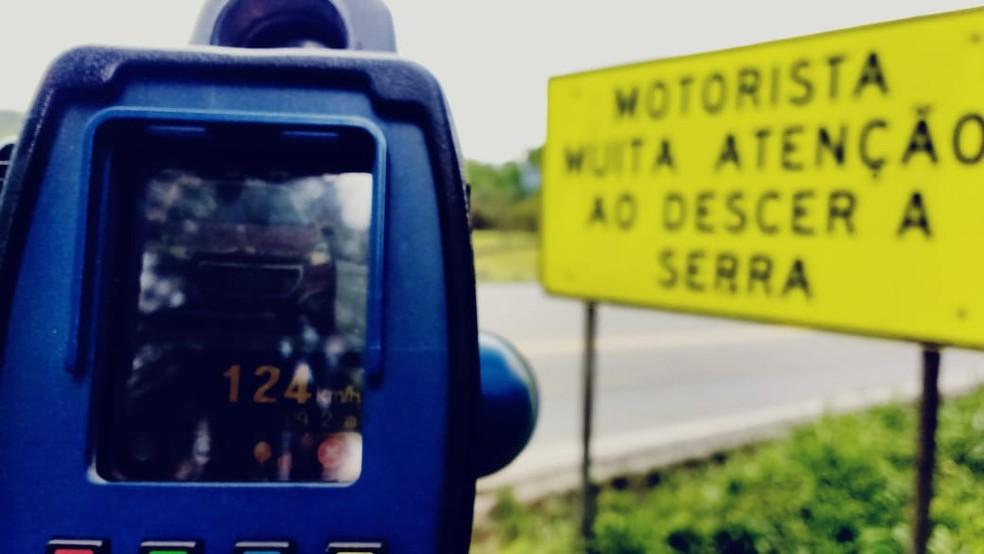 Na Serra Dona Francisca, fiscalização também fez flagrante por excesso de velocidade — Foto: Polícia Militar Rodoviária de Santa Catarina