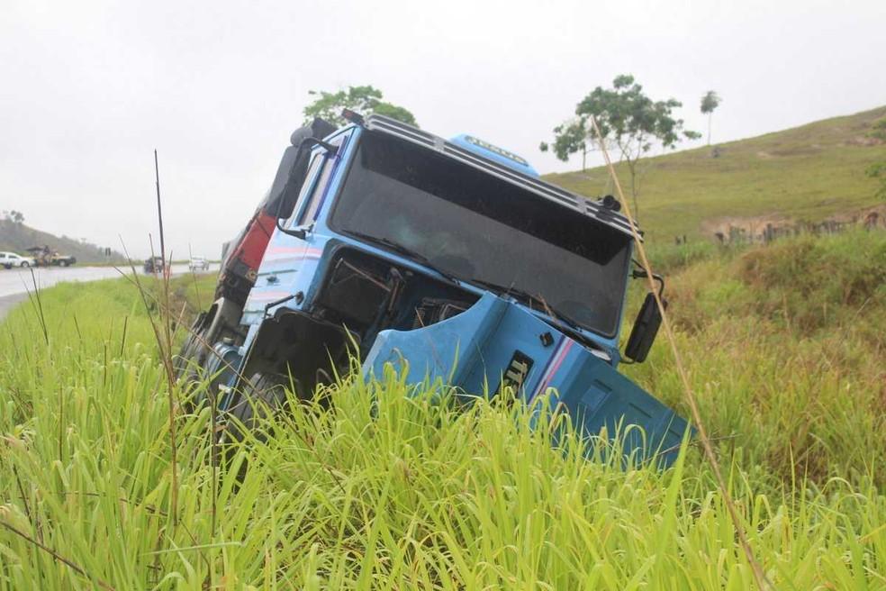 Acidente aconteceu na BR-101, na região sul da Bahia — Foto: Radar64
