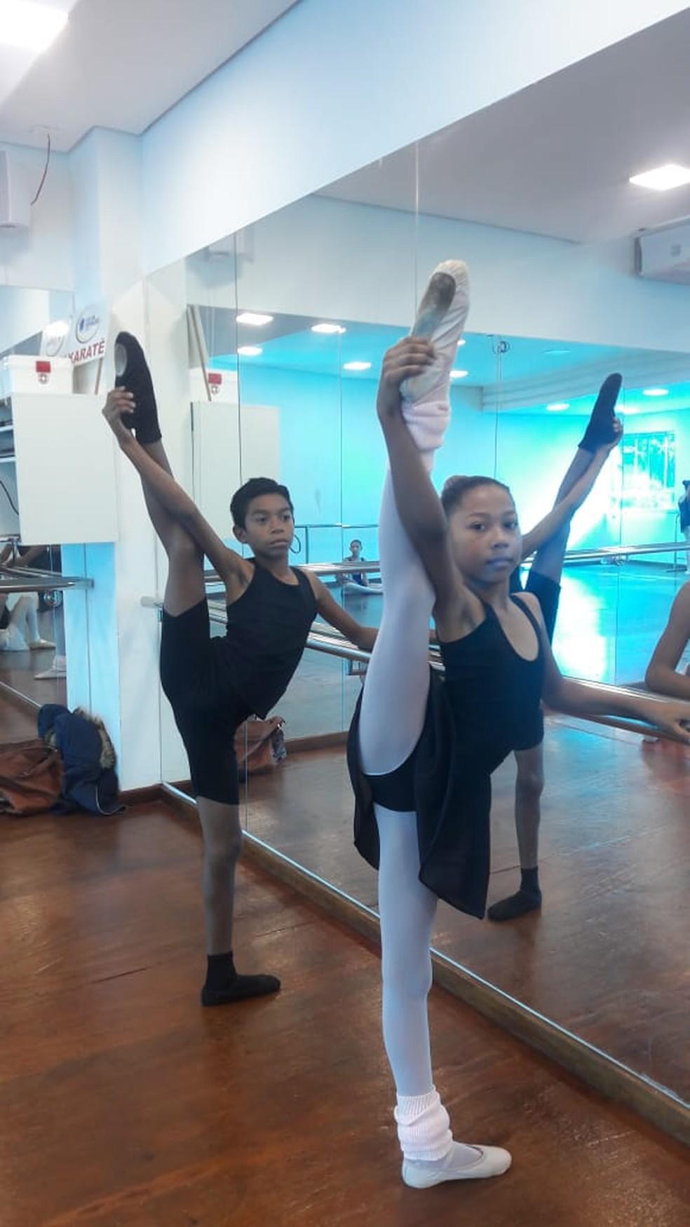 Emanoel, de Campo Grande (MS) treinou por 1 ano em escola pública e passou na seletiva do Bolshoi com 11 anos. — Foto: Arquivo pessoal
