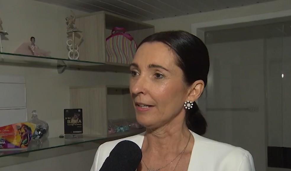 Para diretora da escola de dança, Ed possui talento e vontade para ir ao concurso — Foto: Reprodução/TV Bahia