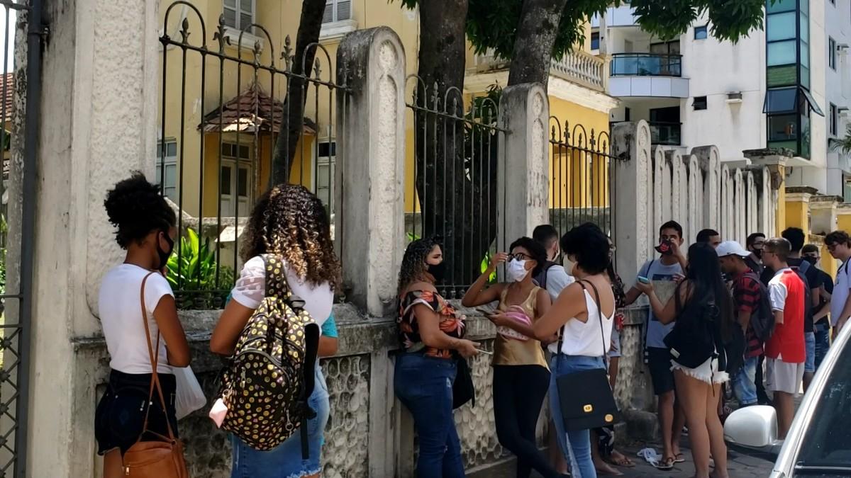 Mesmo com pouco movimento, segundo dia de provas do Enem em Campos, Rj, gera aglomeração