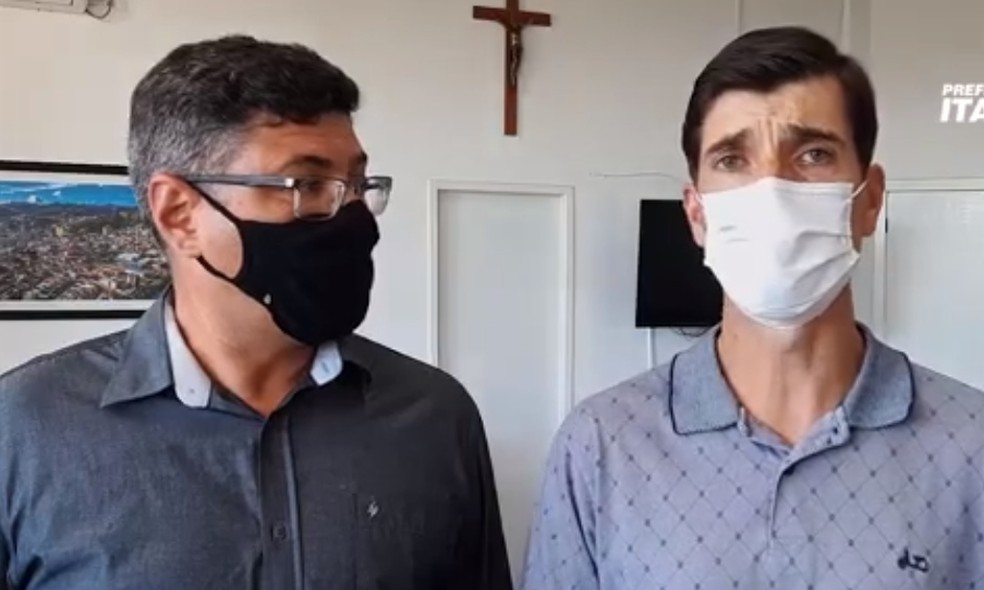 Vice-prefeito, Nilo Baracho, e o prefeito Christian Gonçalves, destacam decreto de toque de recolher em Itajubá (MG) — Foto: Reprodução/Prefeitura de Itajubá