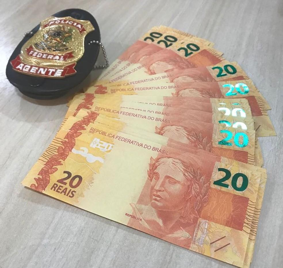 Cédulas falsificadas foram apreendidas com o morador, segundo a PF (Foto: Polícia Federal/Divulgação)