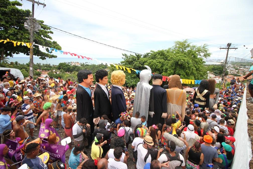 Multidão acompanha desfile de bonecos gigantes em Olinda (Foto: Aldo Carneiro/Pernambuco Press)