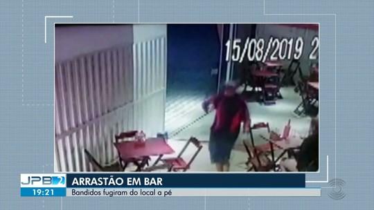 Bandidos fazem arrastão em bar, no Alto Branco