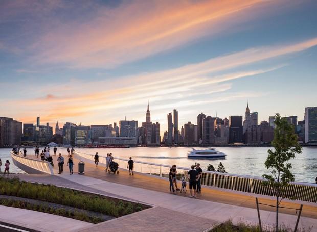 A vista do parque permite com que os visitantes assistem o pôr do sol entre os arranha-céus de Nova York (Foto: Albert Vecerka/Esto/ Reprodução)