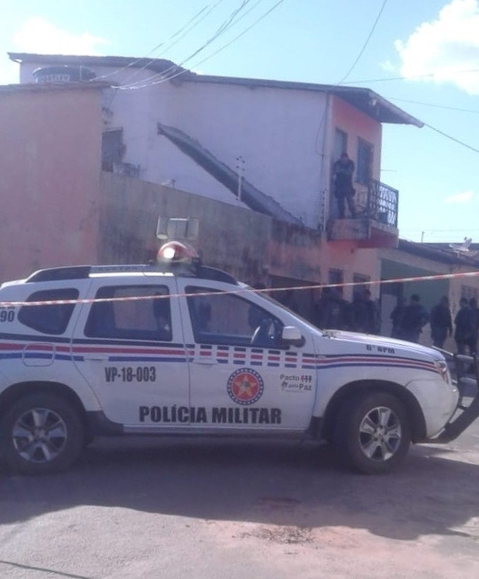-  Dezenas de policiais cercaram a região e aguardavam a rendição do bandido na tarde desta terça-feira  12 , em São Luís  Foto: Divulgação/Polícia Mili