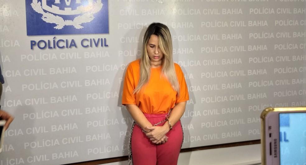Apontada como maior traficante da Bahia, Jasiane Teixeira negou acusações em coletiva e disse que vai escrever livro — Foto: Alan Oliveira/G1