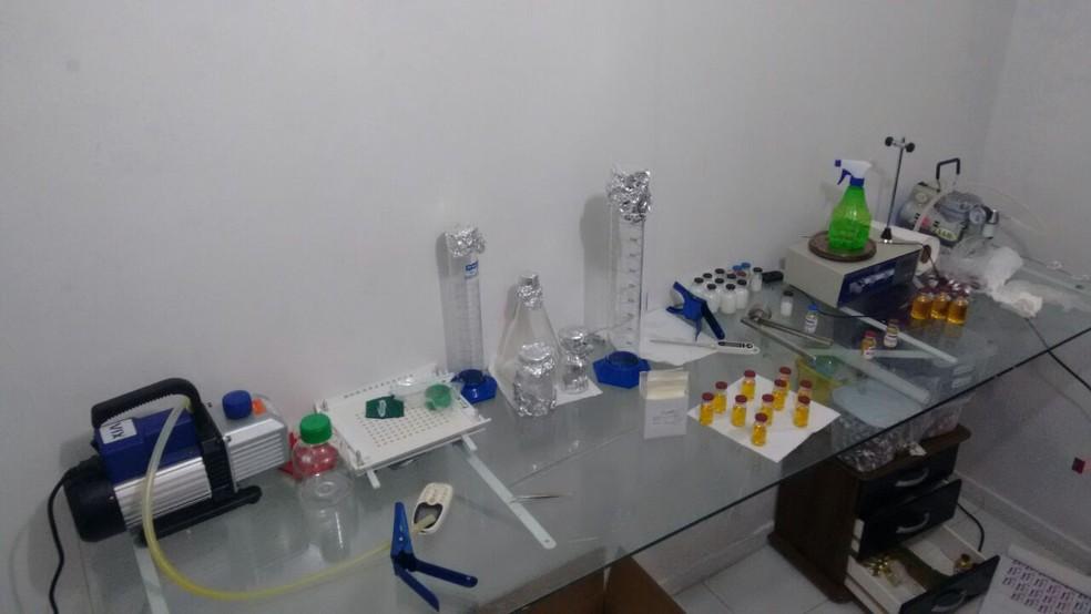 Grupo é preso em laboratório clandestino de anabolizantes, na Paraíba, diz PM.