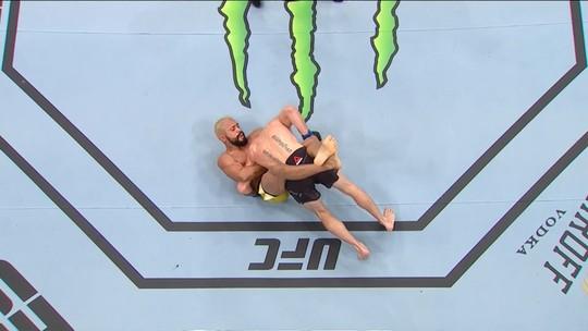 Deiveson Figueiredo finaliza Tim Elliott no primeiro round e pede luta por cinturão interino