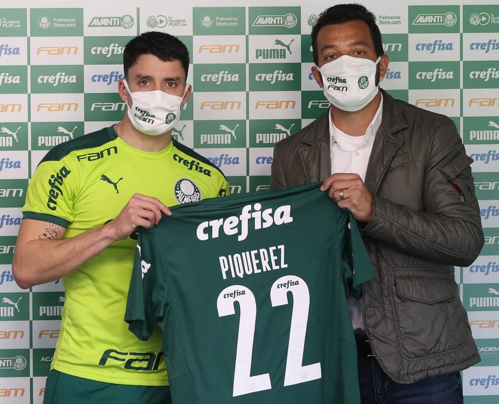 Palmeiras apresenta o lateral Piquerez — Foto: Agência Palmeiras