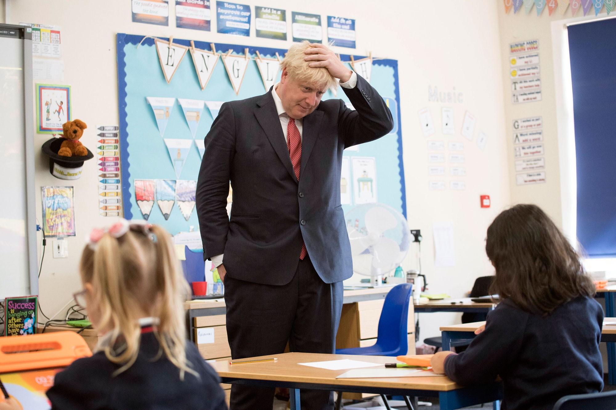 Premiê britânico diz que escolas precisam reabrir em setembro no Reino Unido